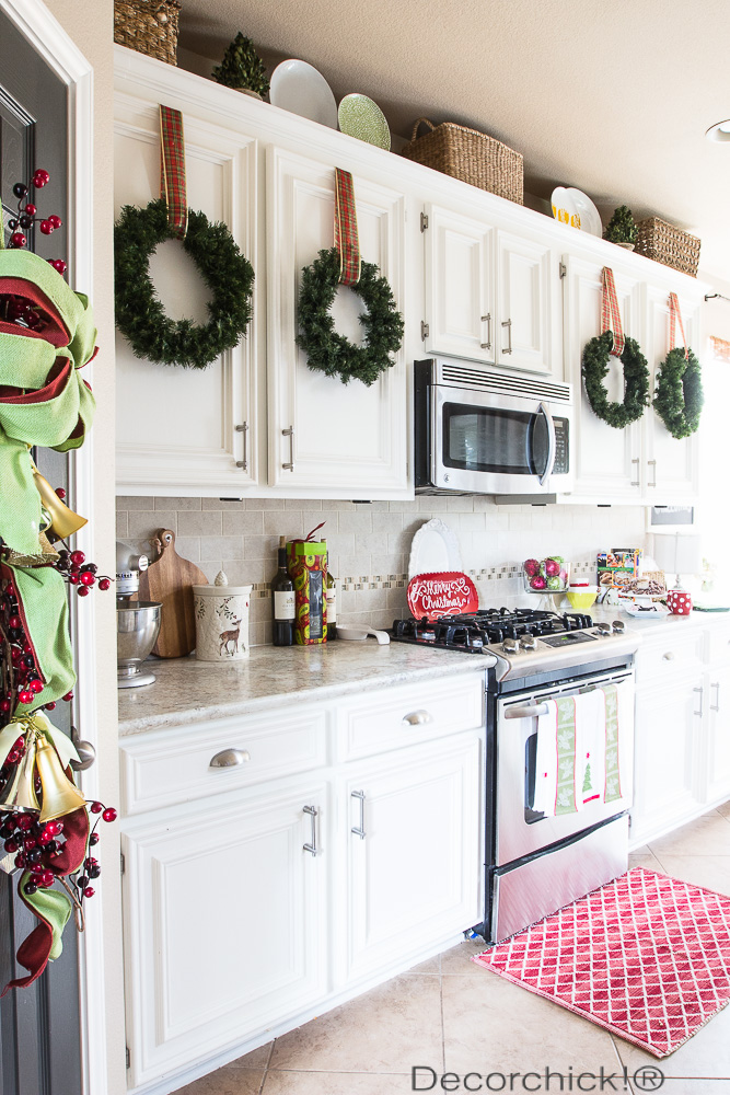 How to decorate your kitchen for christmas tile mountain for Decorative kitchen accessories uk