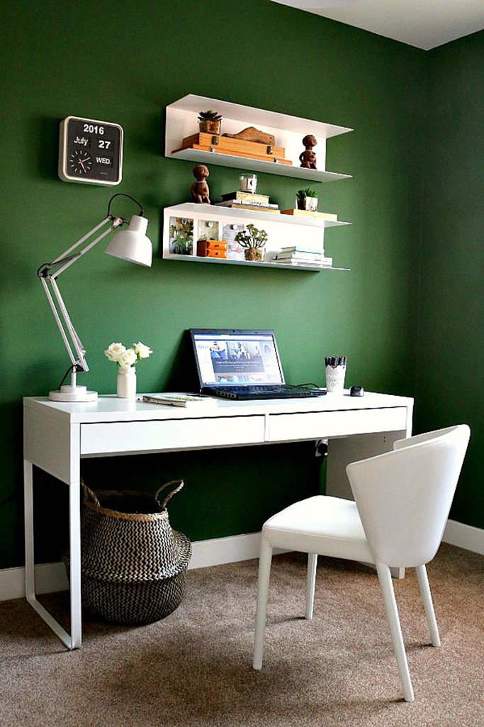 Green Painted Office Tile Mountain